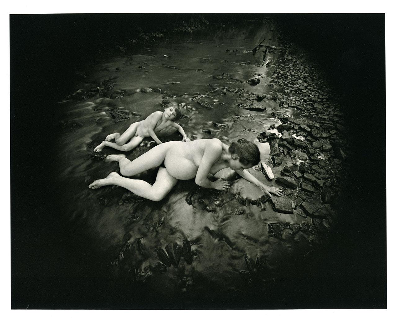 04_Emmet Gowin_Edith et Elijah, Newtown (Pennsylvanie), 1974©Emmet Gowin, Courtesy Pace MacGill Gallery, New York