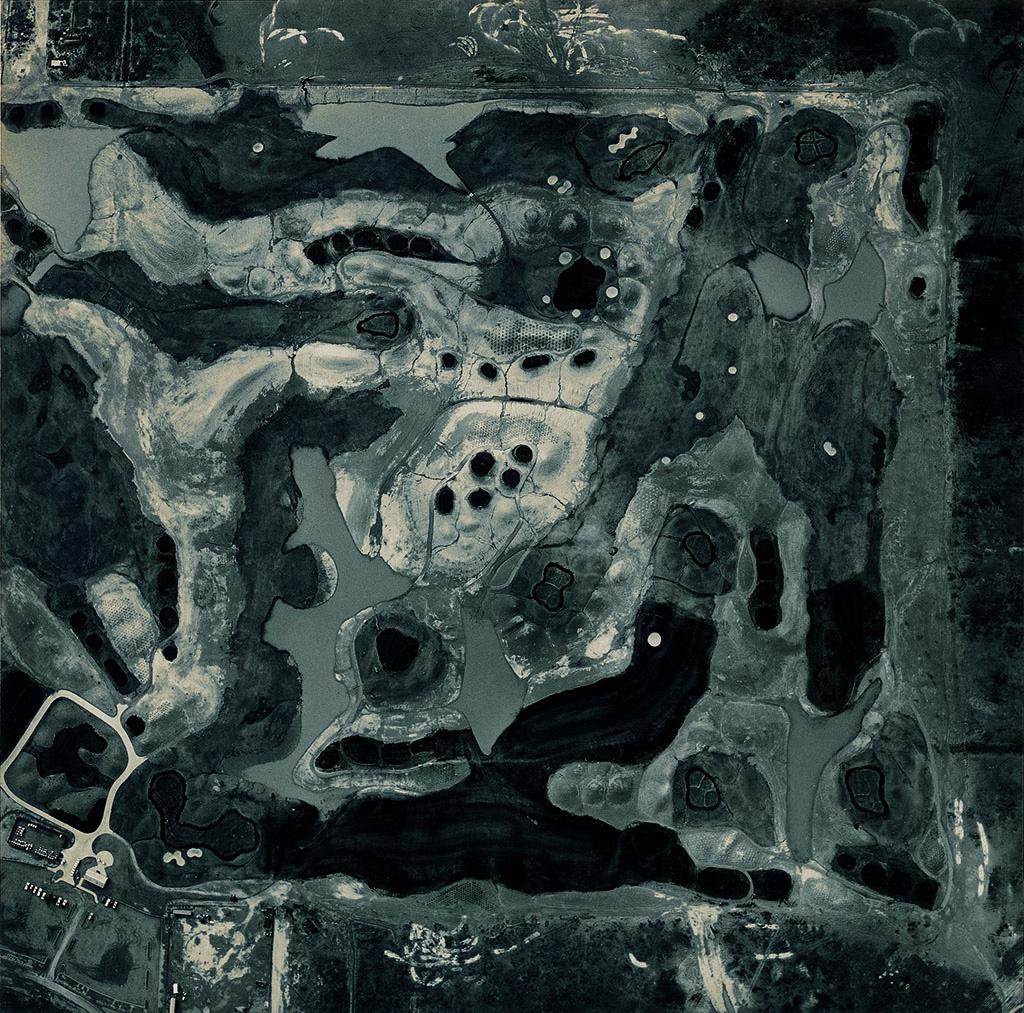 08_Emmet Gowin_Terrain de golf en construction, Arizona, 1993©Emmet Gowin, courtesy Pace MacGill Gallery, New York