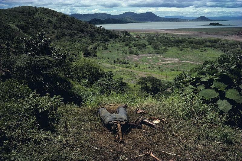 """Susan Meiselas, """"Cuesta del Plomo, Managua"""", 1978"""
