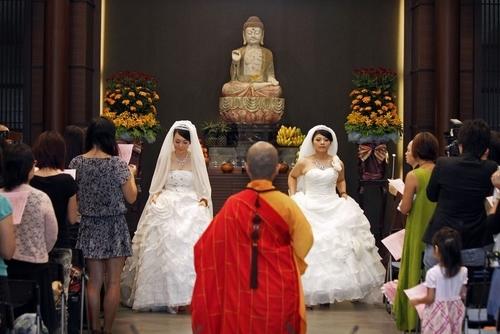 buddhist-weeding