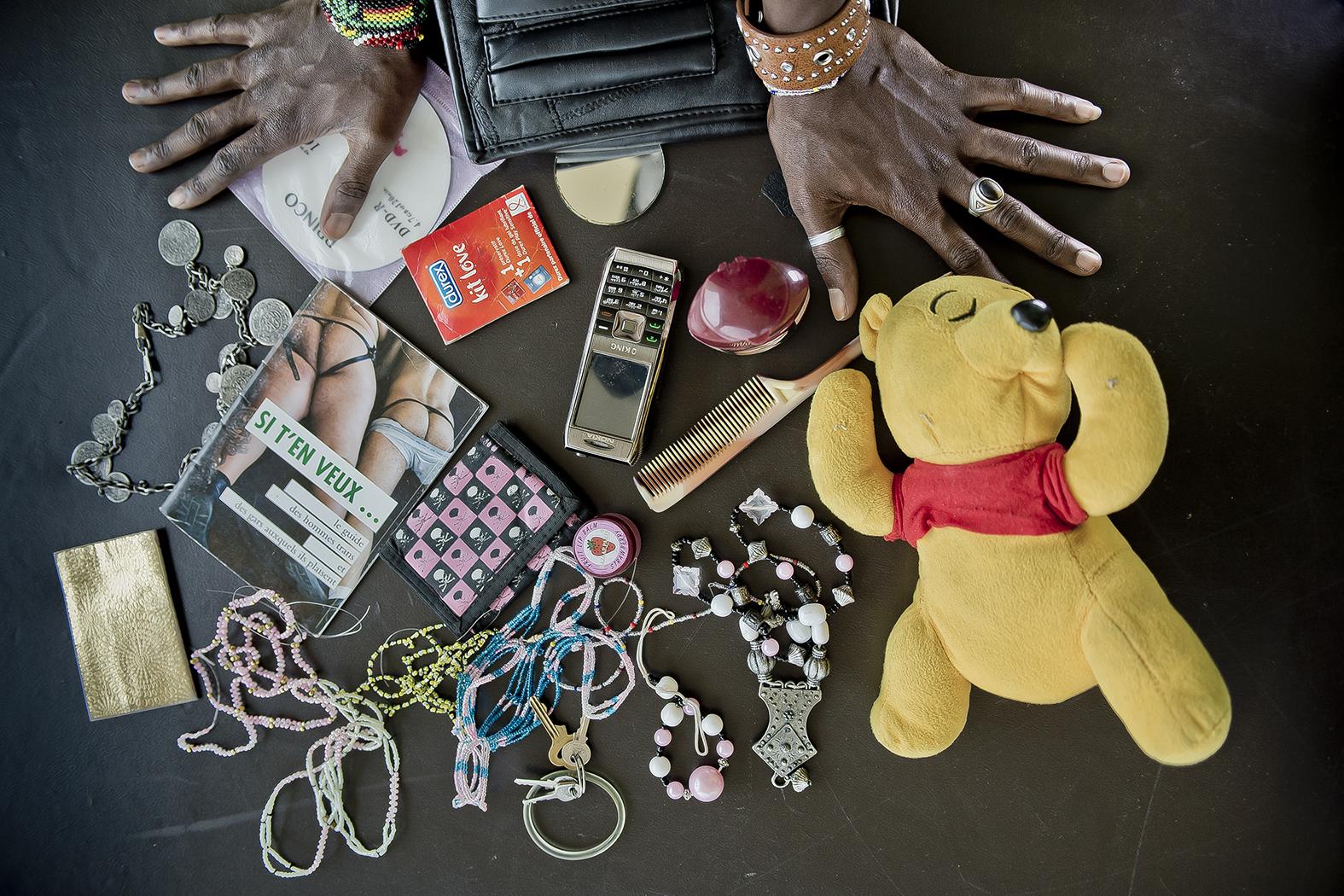 Le sac de Aimé, jeune gay plein de ressources. Petit commerçant, il notamment achète des fripes à l'étranger et les revends au Burundi.