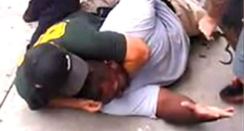 """""""I can't breathe"""". Ce sont les derniers mots prononcés par Eric Garner, mort durant cette arrestation, filmée par un passant à New York. Elle a donné lieu a de nombreuses manifestations."""