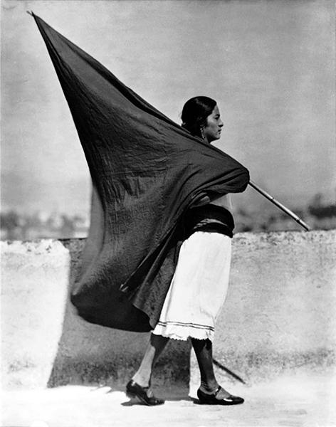 Tina Modotti, Femme avec un drapeau
