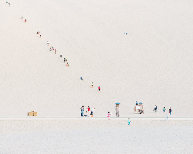 © Bence Bakonyi | Des touristes parcourent le desert de Gobi | via Featureshoot