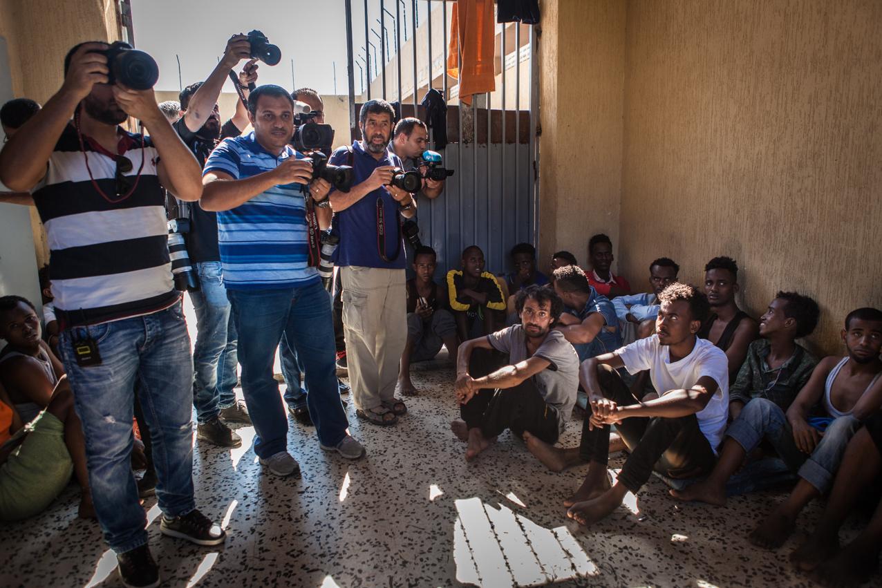 Tripoli, le 4 Juillet 2015. Jean Frédéric Poisson, député PCD, se rend en Libye, invité par le gouvernement de Fajr Libya (aube de la Libye), basé à Tripoli et non reconnu par la communauté internationale. Il visite dans la journée deux centres de détention pour migrants. La presse locale est convoquée.
